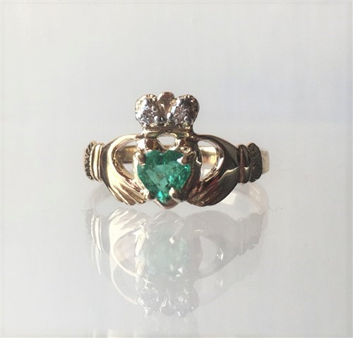 14ct gold emerald claddagh ring